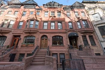 Traditional UWS Single Family Townhouse!